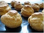 Выпечка заварных шариков-эклеров для торта Сент Оноре